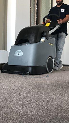 Teppichbodenreinigungsmaschine